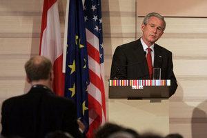 Bush_eu_summit_press_062106